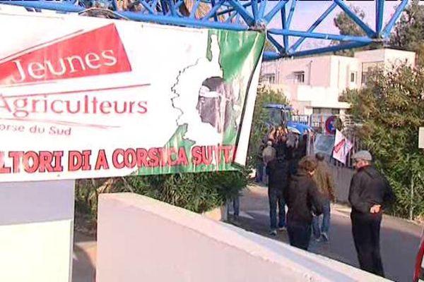 Manifestation des agriculteurs à Ajaccio contre le non-versement de de l'indemnité au handicap naturel.