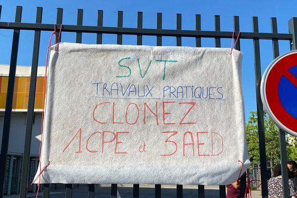 Les parents d'élèves réclament des postes en plus au Collège Jean Giono (13e) à Marseille.