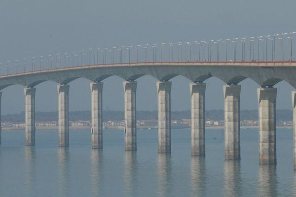 La rupture d'un câble du pont de l'île de Ré est-elle due à la corrosion favorisée par les matériaux utilisés lors de la construction.