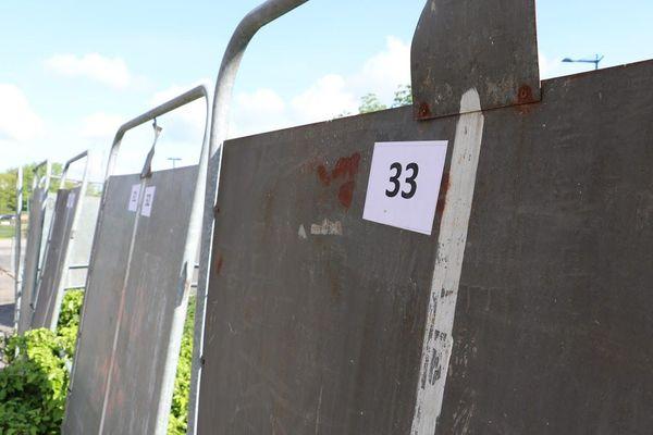 """Des panneaux électoraux bien vides, avec une vingtaine de """"petites"""" listes qui n'ont pas les moyens de s'afficher au grand jour"""