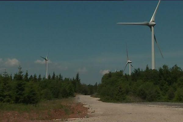 Les éoliennes de la montagne ardéchoise