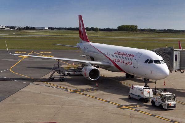 Un avion de la compagnie AIr Arabia sur le tarmac de l aéroport de Montpellier