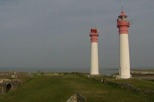 Les phares jumeaux de l'île d'Aix, un repère remarquable pour les navigateurs