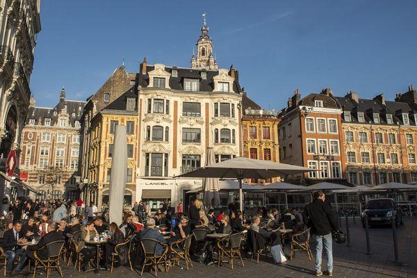 Une terrasse sur la Grand'Place de Lille en 2014
