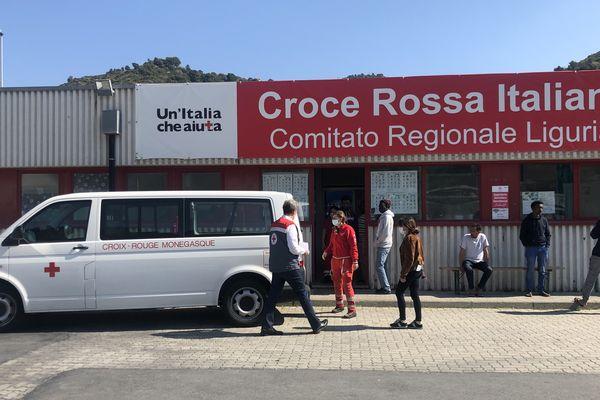 Sur le Campo Roya, géré par les Croix-Rouge italienne et monégasque, vendredi 10 avril.