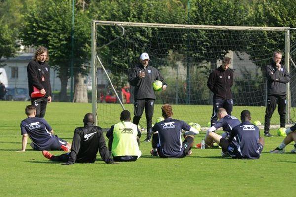 Premier entraînement pour le coach Cédric Daury sur la pelouse de l'AJA