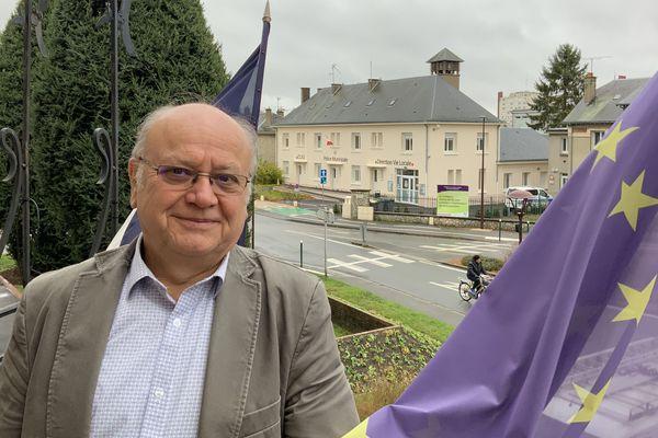 Portrait de Jean-Jacques Châtel. Le maire sortant ne se représente pas, mais il nous livre son expérience d'élu local en Eure et Loir.