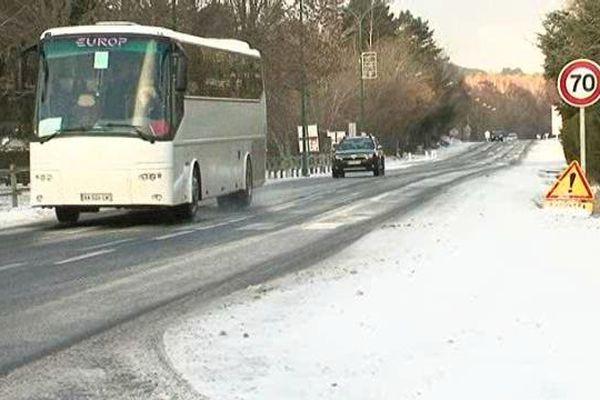 La neige, le vent et les températures très froides rendent ce week-end la circulation délicate dans le Puy-de-Dôme, le Cantal et la Haute-Loire.