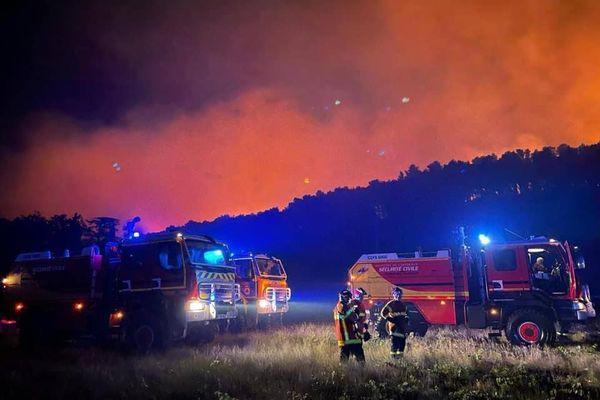 Dans l'Aude, un vaste feu de forêt a ravagé 850 hectares sur le mont d'Alaric, près de Moux, du samedi 24 juillet au dimanche 25 juillet 2021.
