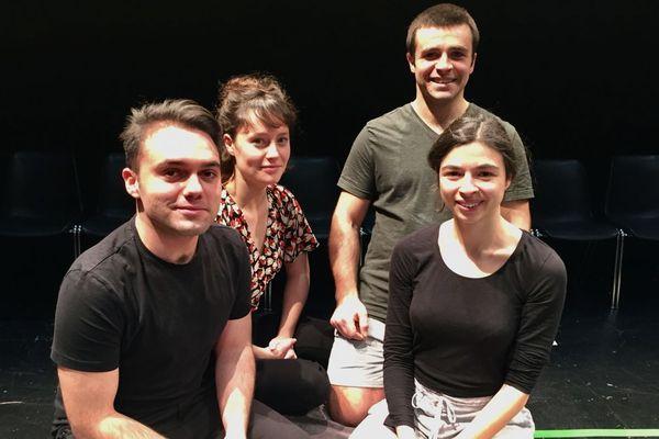 Les jeunes comédiens en contrat de professionnalisation avec le  TDB (de gauche à droite) Alexandre Libérati, Shanee Krön, Marion Cadeau et Léopold Faurisson