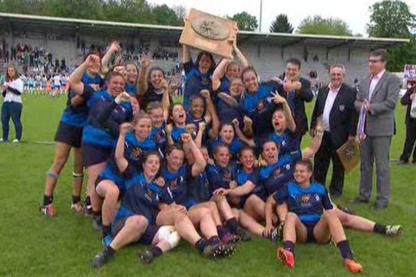 """La joie des """"coccinelles"""" à l'issue de leur 3ème titre consécutif de championnes de France de rugby"""