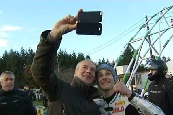 Après son titre de vice-champion du monde, le motard de Montluçon (03) Jules Cluzel ne compte plus ses fans.