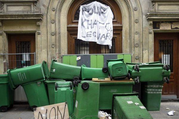 Le 17 octobre dernier, l'accès au lycée Turgot, situé dans le IIIème arrondissement, bloqué. Les élèves protestent contre les expulsions de leurs camarades.