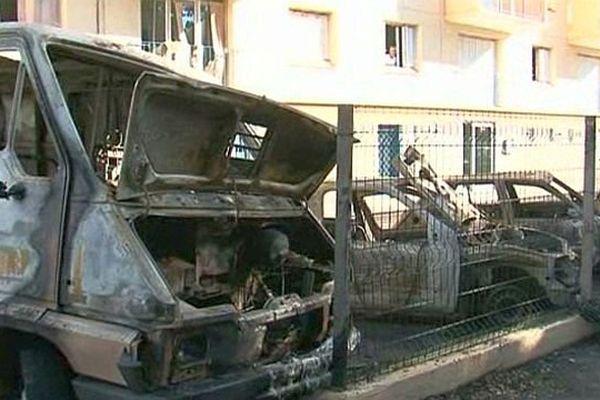 Perpignan - 10 voitures incendiées simultanément - 13 septembre 2013.