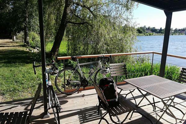 Sur le chemin du boulot, Romain va au travail en vélo en Haute-Saône