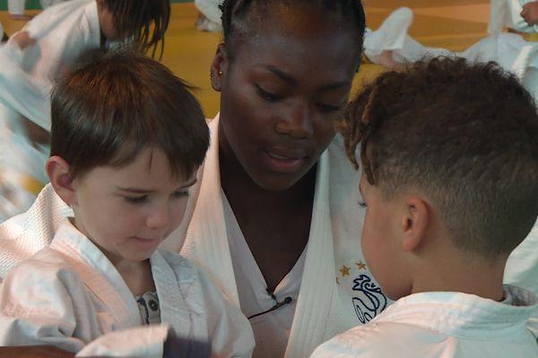 Clarisse Agbegnenou, double championne olympique à Tokyo, en visite à Mions