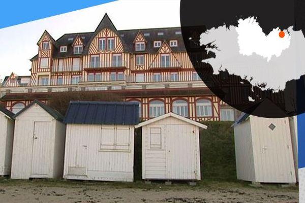 Les bâtisses de Saint-Cast en bord de plage témoignent d'une époque