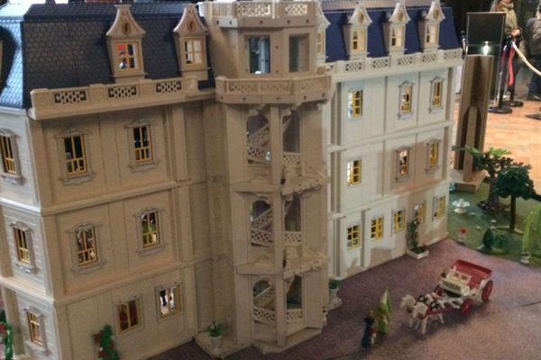 3 jours de travail pour fabriquer presque à l'identique l'aile François 1er du château de Blois, l'artiste en a fait don à son hôte.