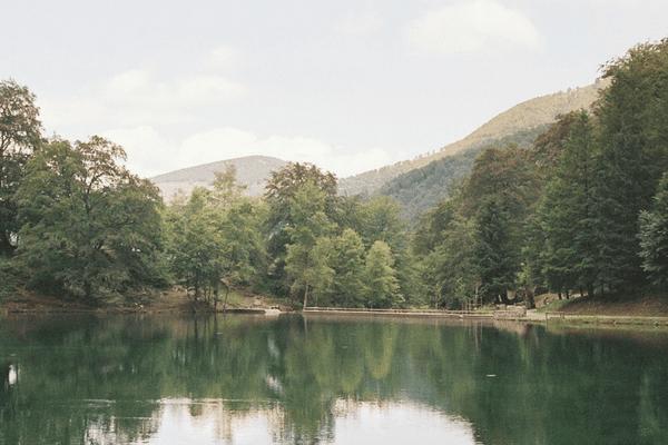 Lac de Bethmale dans les Pyrénées ariégeoises.