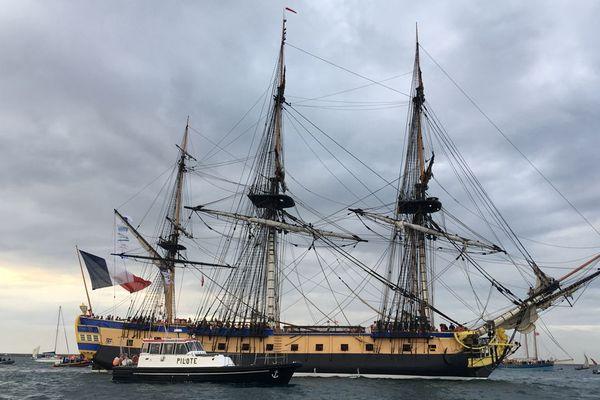L'Hermione à Cherbourg. La frégate doit avancer son départ.