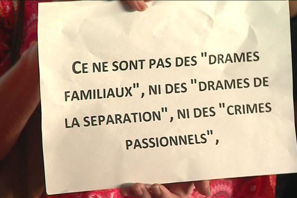 Un message relevé lors des hommages à Salomé morte en septembre à Cagnes-sur-Mer sous les coups de son compagnon.