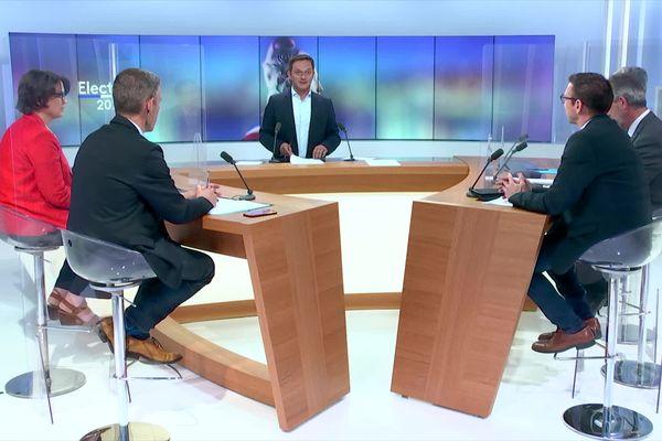 Le débat présenté par Gabriel Talon a opposé cinq candidats.