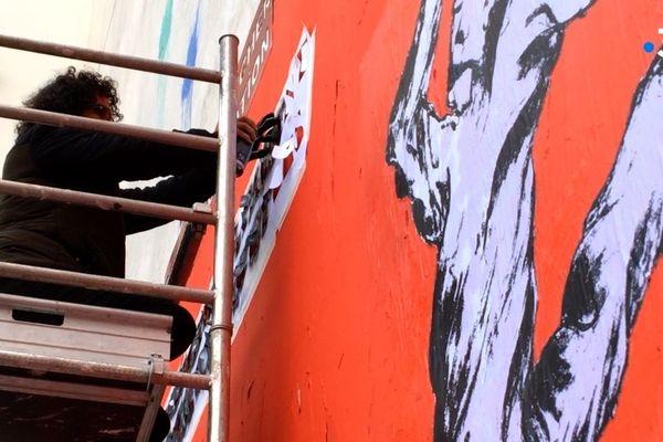 L'artiste Murad Subay et les 7 ONG ont présenté la fresque à Paris mardi 19 novembre.