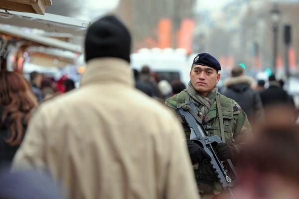 Les patrouilles devant les lieux de culte ou écoles vont continuer.