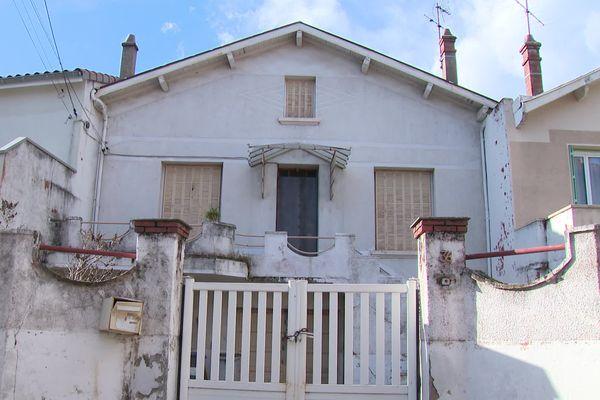 """Rue du Maréchal Gallieni à Valence (26) : """"maison de 150m2 habitable. Travaux de rénovation à p^révoir. Disponible immédiatement."""" La Ville de Valence met en vente une vingtaine de ses biens immobiliers."""
