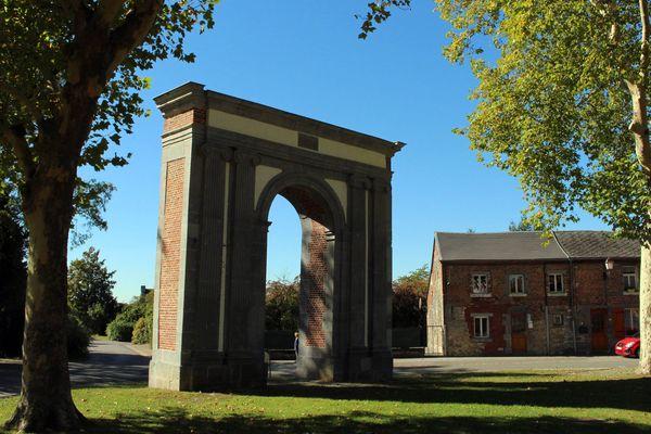 L'arc de Triomphe de la place verte de Maroilles