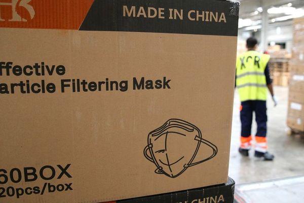 Une cargaisons de masques venant de Chine et livrée à l'aéroport de Paris-Vatry, le 19 avril 2020.