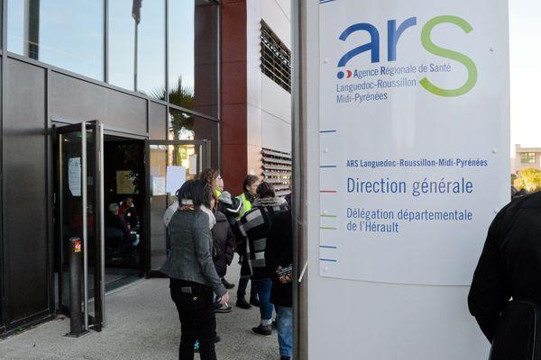 Lundi 20 septembre, des manifestants se sont rassemblés devant les locaux de l'ARS à Montpellier