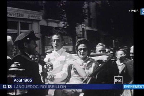 Salvador Dali et Gala, en grandes pompes et en calèche, dans les rues de Céret ce 27 août 1965.