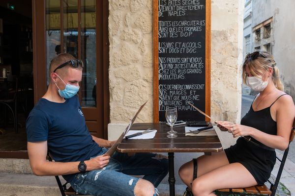 La compagnie d'assurance AXA refuse d'indemniser sa perte d'exploitation malgré la garantie «épidémie»  inscrite au contrat, un couple de restaurateurs du Beaujolais l'assigne en référé devant le tribunal de Commerce de Lyon.