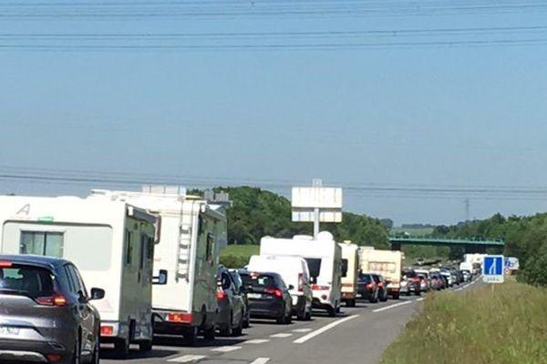 Vers midi, un bouchon de 3 kilomètres sur la Nationale A avant le péage pour l'A16