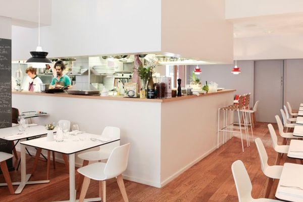 A La Pente Douce, la cuisine ouverte permet aux clients de voir ce qu'ils mangent
