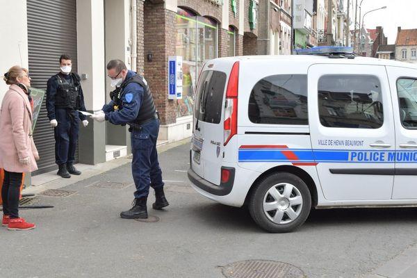 Un contrôle d'attestation par la police municipale d'Hénin-Beaumont