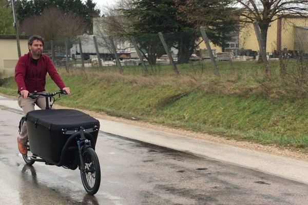 """Ce """"vélo-cargo"""" peut servir aux particuliers comme aux professionnels."""