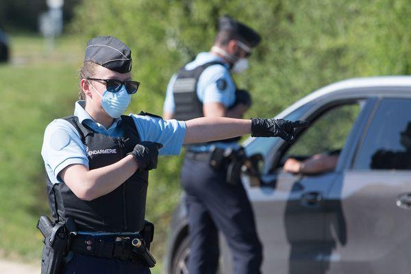 Les gendarmes mènent leurs enquêtes sur la base d'observations des patrouilles et des contrôles de voie publique.