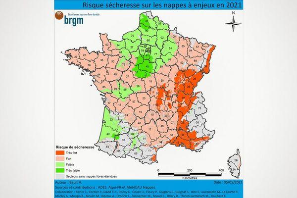 Risque sécheresse sur les nappes à enjeux en 2021.  L'élaboration de la carte du risque sécheresse repose sur l'état initial des nappes après la période de recharge hivernale 2020-2021 (bulletins de situation des nappes au 1er avril et au 1er mai 2021), sur les prévisions disponibles jusqu'en septembre 2021 réalisées dans le cadre du projet Aqui-FR et issues des modèles MétéEAU Nappes ainsi que sur l'expertise d'hydrogéologues du BRGM.