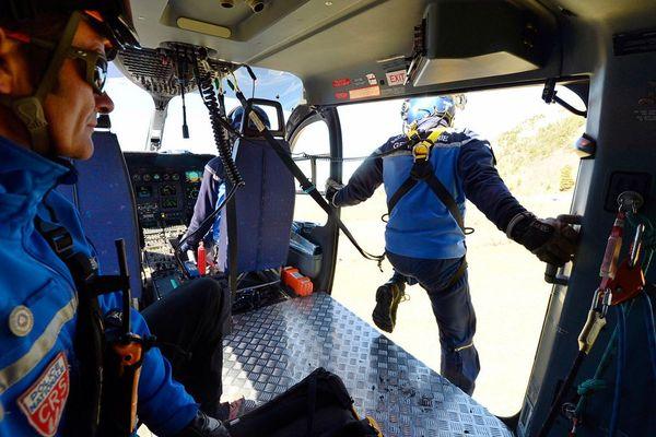 des sauveteurs du groupe de secours de la CRS Alpes