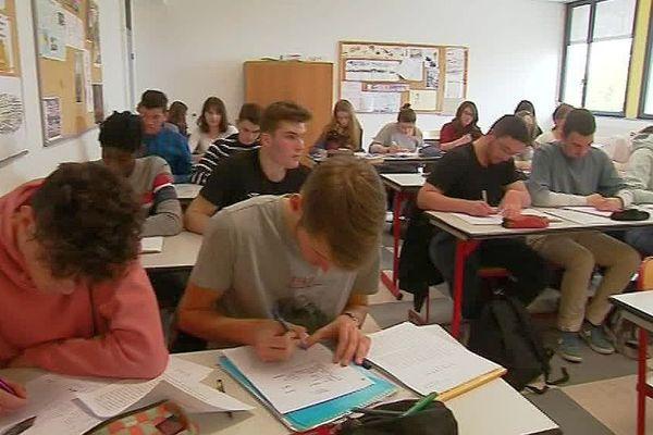 Une classe de Terminale du lycée Elie Vinet deBarbezieux-Saint-Hilaire en Charente - mars 2019.