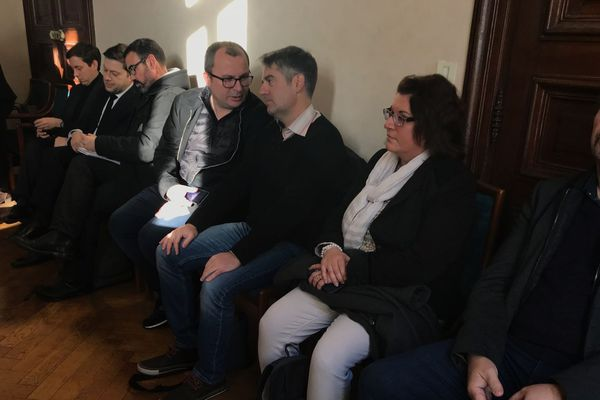 12/02/2019 - Pierre-Marie Ganozzi (3ème à droite) membre du collectif Marseille contre le PPP.