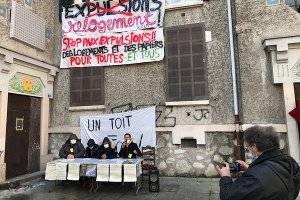 Une conférence de presse était donnée par les associations ce 14 décembre dans un immeuble occupé par des sans-abris, quartier de l'Abbaye à Grenoble.