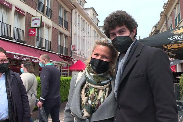 Victor Habert et sa tante Natacha Dassault (veuve de l'ex-député) pendant la campagne.