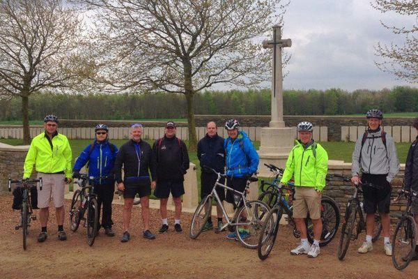 Excursion à vélo au cimetière de Bootham, Heninel - printemps 2015