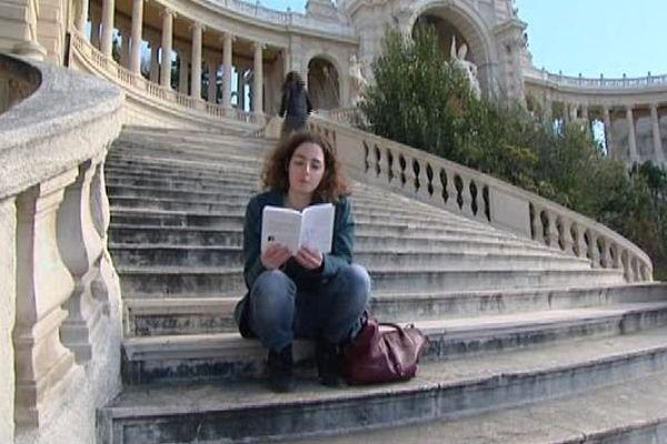 Blanche Martire raconte le harcèlement qu'elle a subi au collège à Marseille.