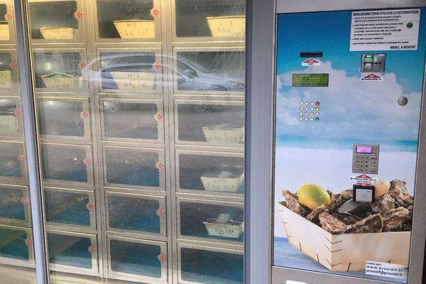 Un distributeur automatique d'huîtres à Bouzigues (Hérault)