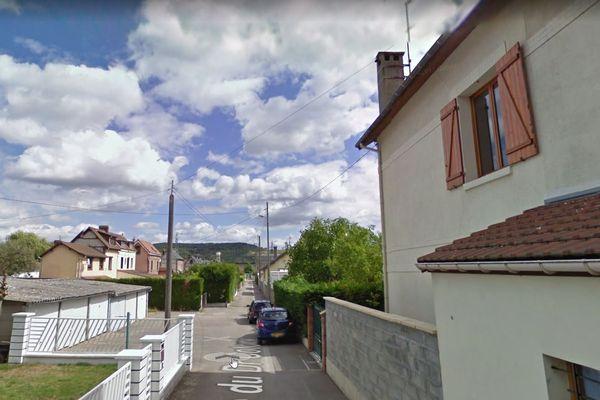 La rue du docteur Cotoni à Saint-Etienne-du-Rouvray