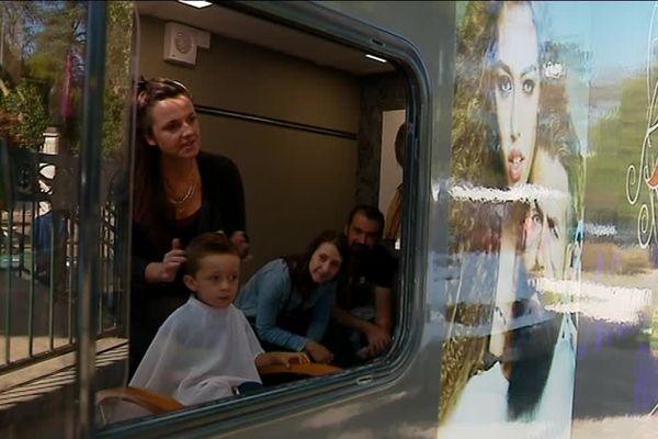 Laura Resnier promène son salon de coiffure les routes du pays mellois.